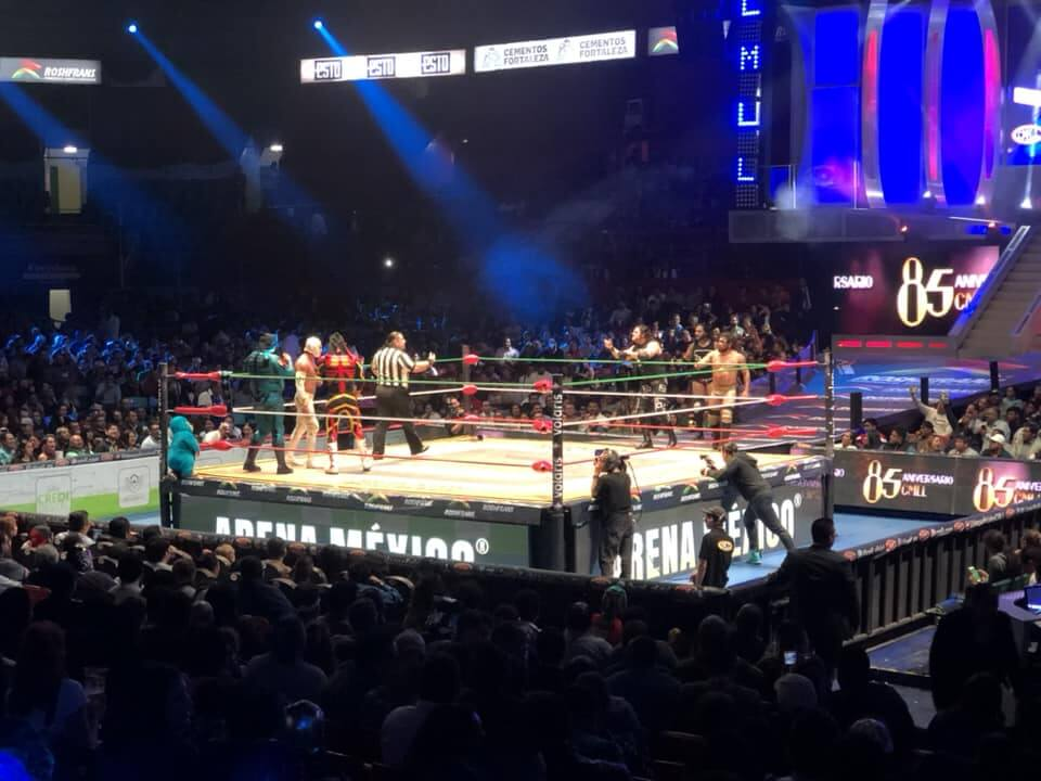 Arena Mexico lucha libre fight.